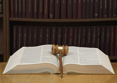 v-chem-zaklyuchaetsya-usluga-advokata-zashhita-po-grazhdanskim-delam